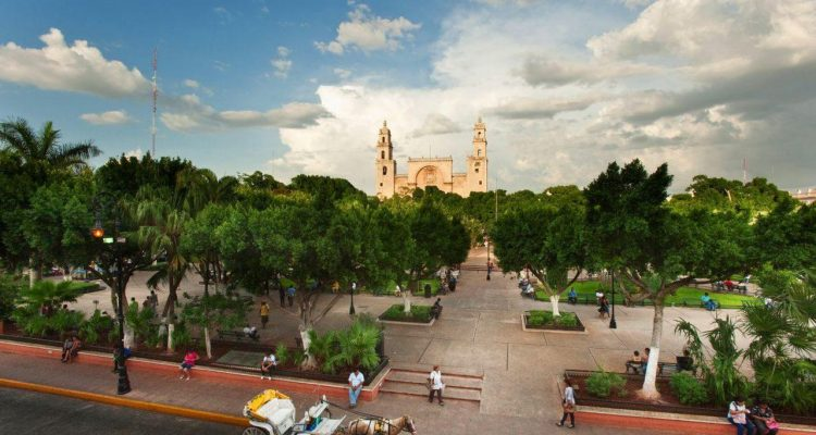 https_%2f%2fblogs-images-forbes-com%2fnorawalsh%2ffiles%2f2017%2f11%2fmerida-mexico-plaza-grande-1200x798